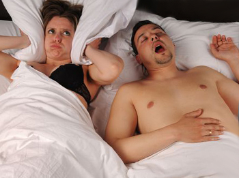 Как избавиться от храпа во сне мужчине?