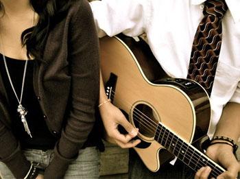 учимся играть на гитаре