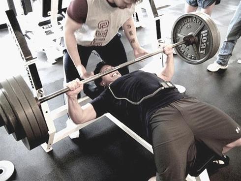 Тренажеры или свободный вес? Что лучше?