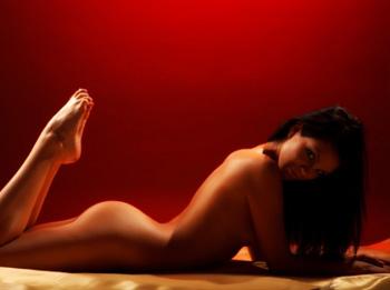 Как сделать эротический массаж девушке?