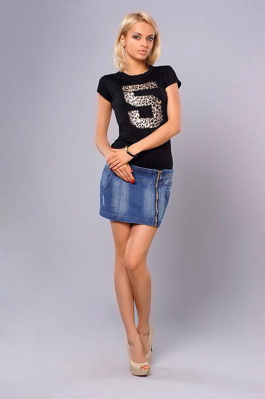 Девушки в коротких юбках и шортах (81 фото)