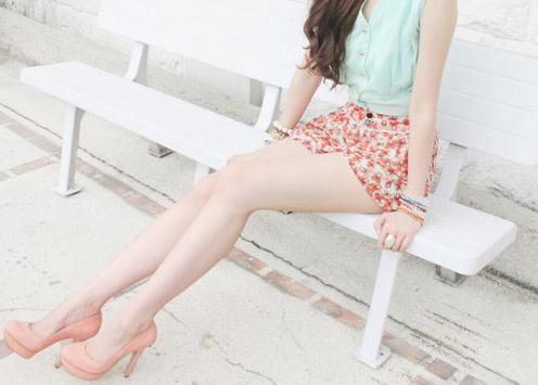 Красивые девушки в юбках (62 фото)