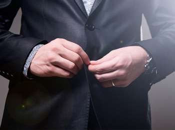 Как правильно застегивать пиджак?