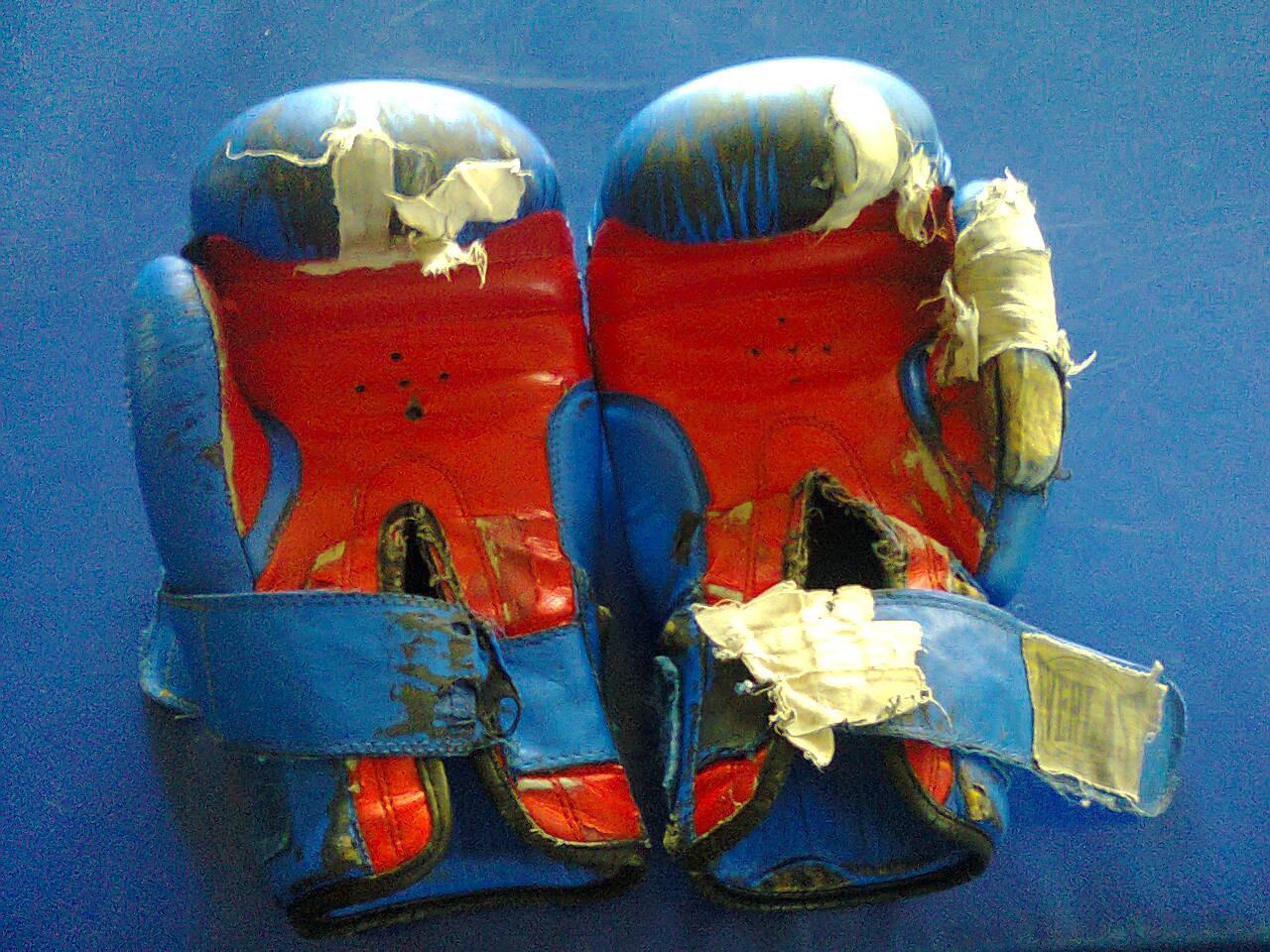 старые боксерские перчатки